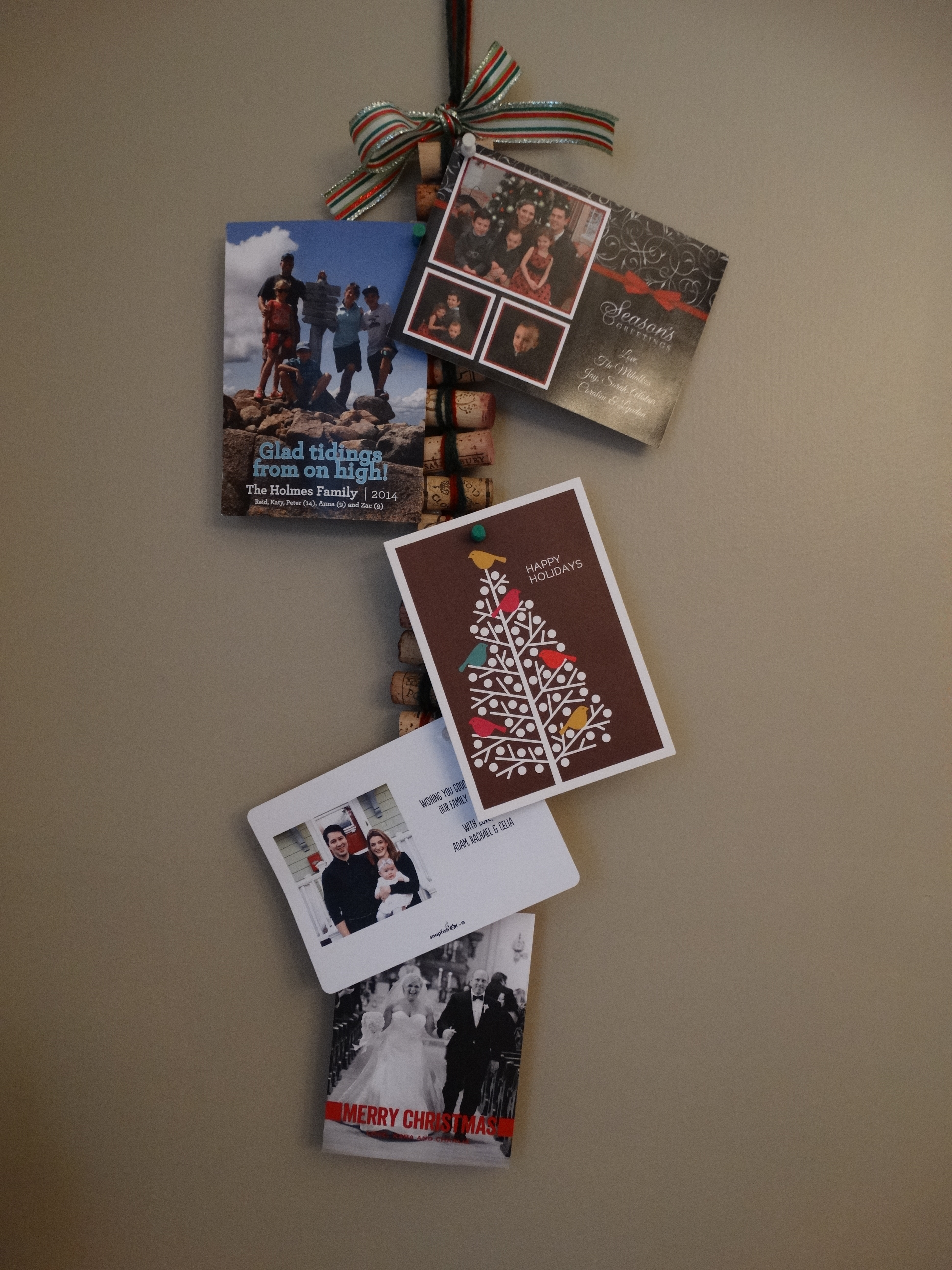 wine cork string for christmas card display - Photo Holder Christmas Cards